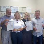 Anderson Adauto e família assinam filiação ao PRB